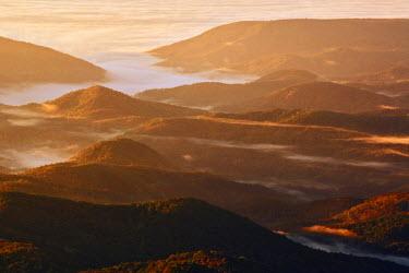 US34_AJE0088 Mountain mist at sunrise from Grandfather Mountain, North Carolina, USA