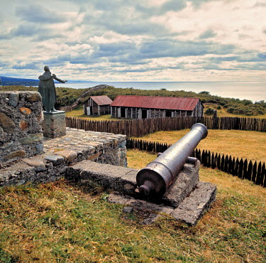 SA05_RER0065 Chile, Fuerte Bulnes. Cannons protected the outpost of Fuerte Bulnes on Straits of Magellan in southern Chile.