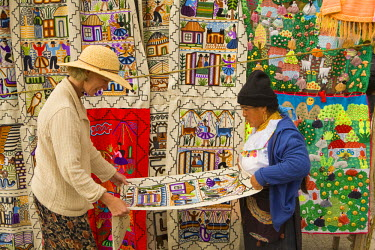 SA07_JME0170 Ecuador, Saquisili, tourists shopping at weekly food and crafts market which draws indigenous people and tourists from surrounding villages MR