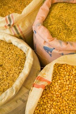 SA07_JME0416 Husked corn kernels for sale in market, Cuenca, Ecuador