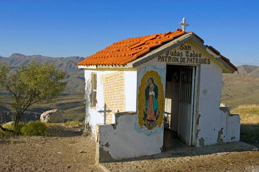 SA13_LNO0000 Roadside votive chapel in Chihuahua State, Mexico.