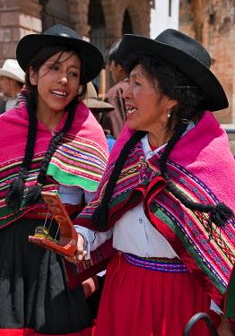 PER33477 Peru, Women sing on Christmas Day in Cusco�s square, Plaza de Armas, celebrating the Andean Baby Jesus, Nino Manuelito.