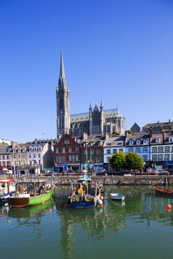 TPX17640 Republic of Ireland, County Cork, Cobh Harbour and St.Colman's Cathedral