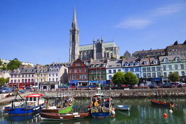TPX17642 Republic of Ireland, County Cork, Cobh Harbour and St.Colman's Cathedral