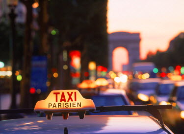 NP01114197 Taxicabs and traffic at dusk on Champs Elysees with Arc de Triomphe in Paris, France