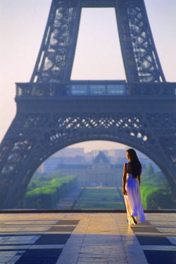 NP01855833 Woman alone at Palais de Chaillot in Trocadero at sunrise with Eiffel Tower