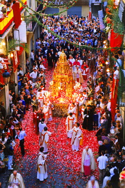NP00866746 Corpus Christi celebrations with confetti falling on streets of Valencia, Spain
