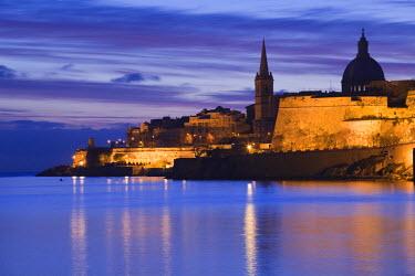 MT01087 Malta, Valletta, Marsamxett Harbor and city walls