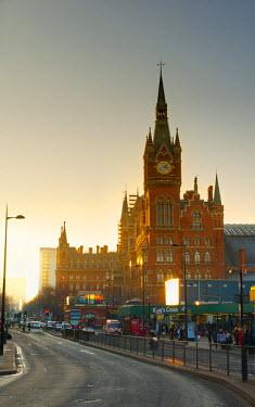 UK10197 UK, England, London, Kings Cross Station and Midland Hotel above St. Pancras Station