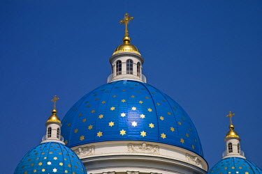 RUS1637 The Trinity Cathedral, consecrated in 1835, boasts stunning blue cupolas emblazoned with golden stars.  St Petersburg. Russia.