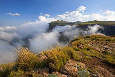 LES1170 Lesotho, Sani Pass. The border with South Africa in the Drakensberg Mountain range. Clouds roll up the pass.