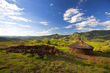 LES1173 Lesotho. Traditional stone huts in the stunning mountains of eastern Lesotho.