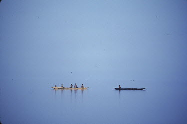 AR0530105002 Black and white canoes meet on the waters of Lake Kisale in Kikondja, Democratic Republic of Congo/Zaire