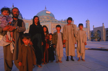 AR9071800029 A large Turkomen family who have made a pilgrimage to the shrine of Hazrat Ali at the Blue Mosque in Mazar-i-Sharif, pose for a photo in front of the temple complex. Afghanistan