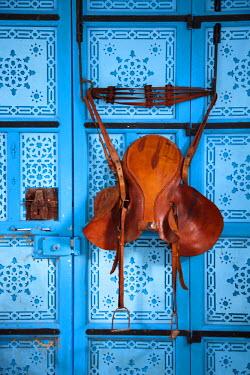 TU03442 Tunisia, Sidi Bou Said, Dar el-Annabi, 18th century, house detail, old saddle