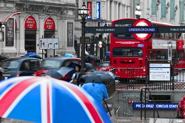 UK10295 UK, England, London, Piccadilly Circus, Underground entrance