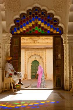 IN02175 View through doorway of woman sweeping, Meherangarh Fort, Jodhpur, Rajasthan, India