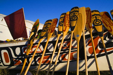 AR3180200006 Paddles lie against a war canoe at the Lummi Indian Reservation, Washington State, USA