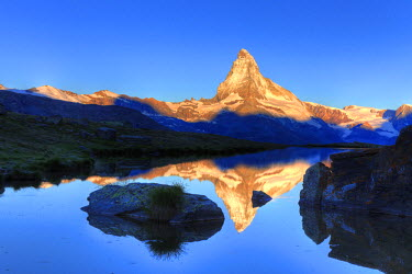 CH03404 Switzerland, Valais, Zermatt, Lake Stelli and Matterhorn (Cervin) Peak