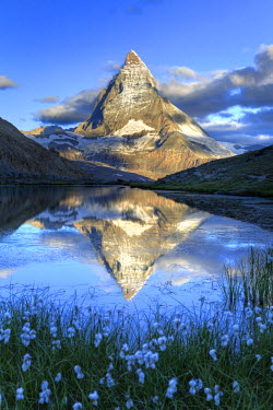 CH03426 Switzerland, Valais, Zermatt, Matterhorn (Cervin) Peak and Riffel Lake