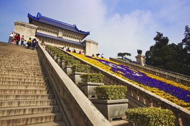 CN9470AW People at mausoleum of Dr. Sun Yat Sen (Zhongshan Ling), Zijin Shan, Nanjing, Jiangsu, China