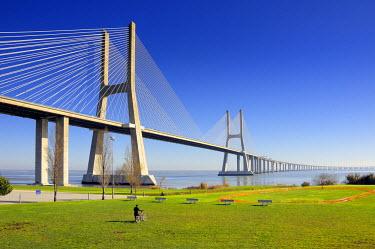 POR0425AW Vasco da Gama Bridge over the Tagus river (rio Tejo), Lisbon, Portugal