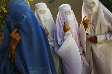 AR3271200013 Afghan women vote in the presidential and provincial elections in Mazar-i Sharif, Afghanistan.