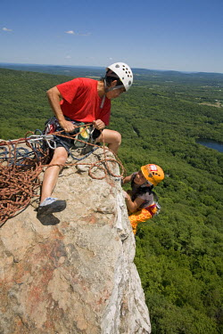 AR3329900005 An Asian girl and a woman climbing at the Shawagunks in New Paltz, New York State, USA
