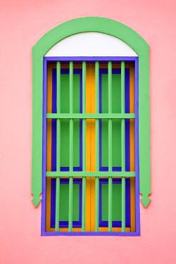 VN01088 Venezuela, Archipelago Los Roques National Park, Gran Roque, Colourful window