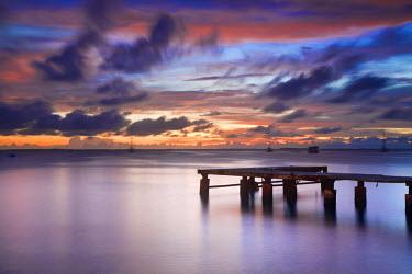 VN01086 Venezuela, Archipelago Los Roques National Park, Gran Roque, Pier at sunset