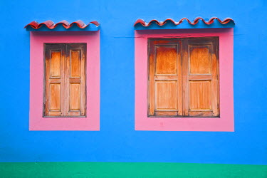 VN01103 Venezuela, Archipelago Los Roques National Park, Gran Roque, Colourful house