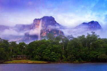 VN01190 Venezuela, Guayana, Canaima National Park, Mist swirls round Angel Falls at sunrise