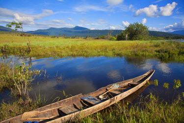 VN01253 Venezuela, Guayana, Canaima National Park, Canoe
