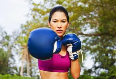 AR3329200028 Nai Yang Beach, Thailand, Phuket: Young woman practicing thai boxing (muay thai) at Indigo Pearl resort, Phuket, Thailand.