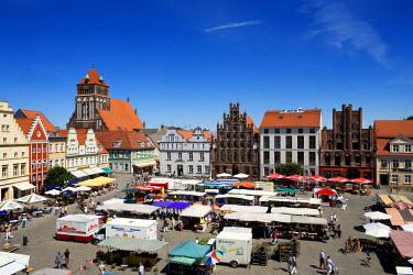 GER0161AW Market square, Greifswald, Mecklenburg-Western Pomerania, Germany