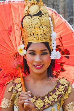 TPX22023 Cambodia, Siem Reap, Angkor Thom, Bayon Temple, Apsara Dancer