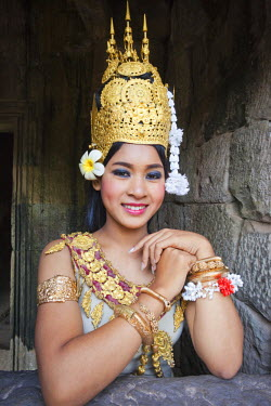 TPX22028 Cambodia, Siem Reap, Angkor Thom, Bayon Temple, Apsara Dancer