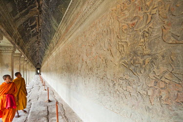 TPX21990 Cambodia, Siem Reap, Angkor Wat, The Bas Relief Galleries depicting Scenes from The Ramayana Epic