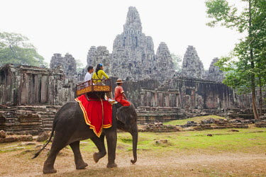 TPX22150 Cambodia, Siem Reap, Angkor Thom, Bayon Temple, Tourists on Elephant