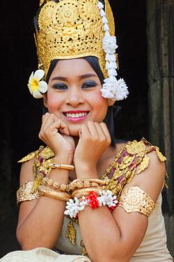 TPX22032 Cambodia, Siem Reap, Angkor Thom, Bayon Temple, Apsara Dancer