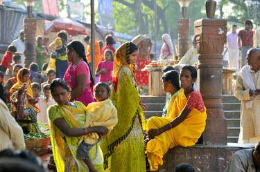 IND6279AW Pilgrims at Bodhgaya. India