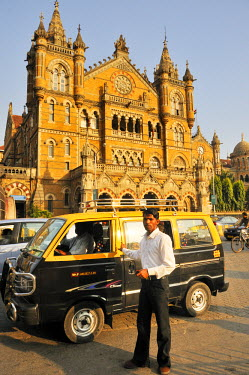 IND6328AW Chatrapathi Shivaji (Victoria) railway station. A UNESCO World Heritage Site, Mumbai (Bombay), India