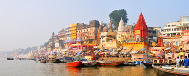 IND6301AW The ghats along the Ganges river banks, Varanasi, India