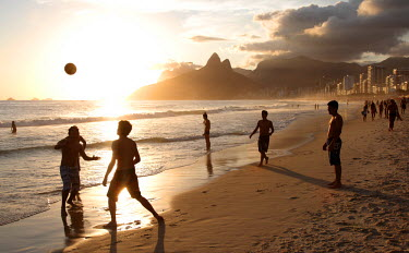 BRA0481 The famous Ipanema Beach in Rio de Janeiro with the Two Brothers Mountain in the background at sunset. Brazil