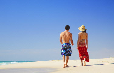 AUS1543AW Couple walking on Floreat beach, Perth, Western Australia, Australia (MR)