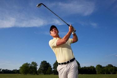 AR3938900001 Missouri, USA. A male golfer swinging his club.
