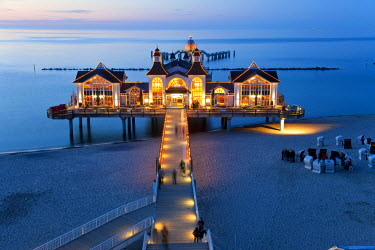 DE06811 Pier at Sellin, Rugen Island, Baltic coast, Mecklenburg-Western Pomerania, Germany
