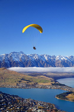 AU02_DWA6328 Paraglider, The Remarkables and Lake Wakatipu, Queenstown, South Island, New Zealand