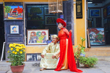 TPX23207 Vietnam, Hoi An, The Old Town, Couple Posing in Traditional Vietnamese Wedding Costume