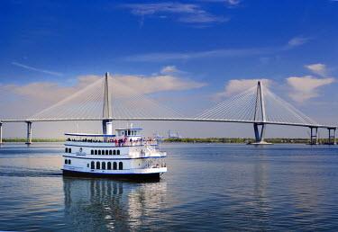 US41_AJE0105 Commercial boat transportation to Fort Sumter. Arthur Ravenel Jr. Bridge, from Charleston, South Carolina, USA